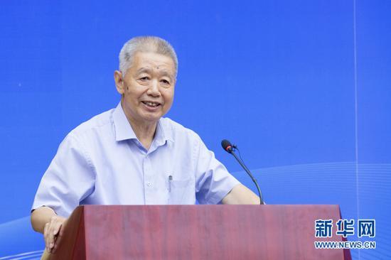 汪同三登台发言。记者 李林摄
