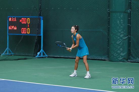 来自昆明的12岁网球选手蔡佳彤。(李林蔚 摄)