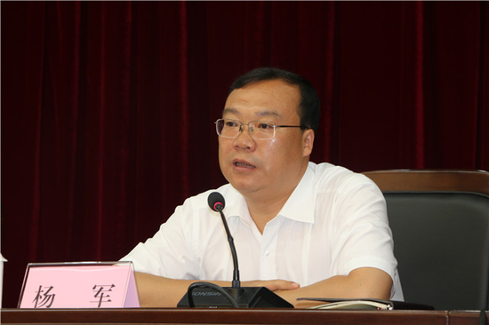 保山市长杨军发表讲话