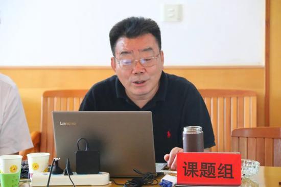 ▲规划设计课题组专家明庆忠就规划编制成果进行了汇报