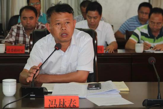 ▲县委副书记、县长冯林春作点评发言