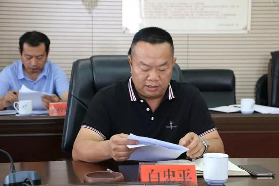 ▲副县长白忠平汇报国庆黄金周筹备工作情况