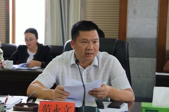▲县委副书记范永文汇报孔子文化节筹备工作情况