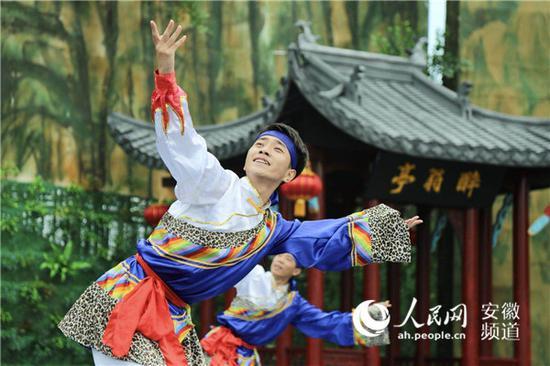 安徽滁州农民歌会现场。