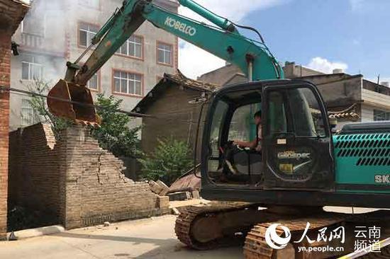 北城街道王棋社区拆除临违建筑