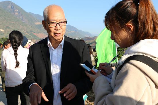 中国咖啡工程研究中心高级顾问董祖亮接受采访(张玲/摄)