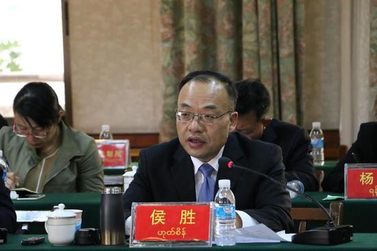 中共德宏州委常委、州委宣传部部长、州委秘书长侯胜进行发言
