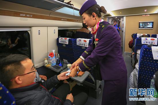 乘务人员核查乘客信息
