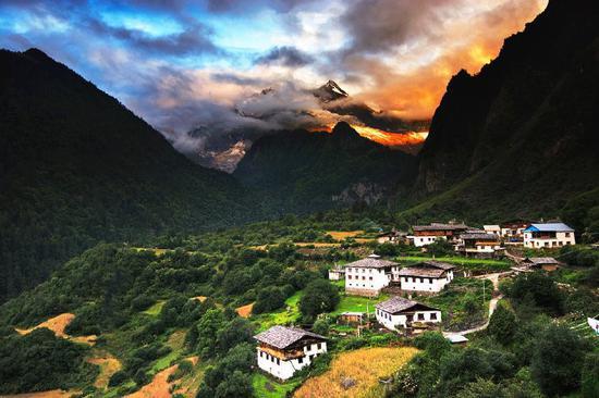 美丽的雨崩村(图片来自微博@张慧林 )