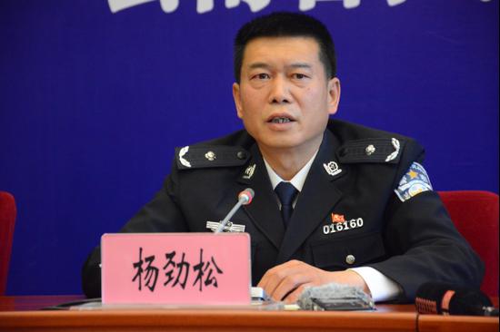 云南省公安厅刑侦总队副总队长杨劲松答记者问(记者 赵嘉 摄影)