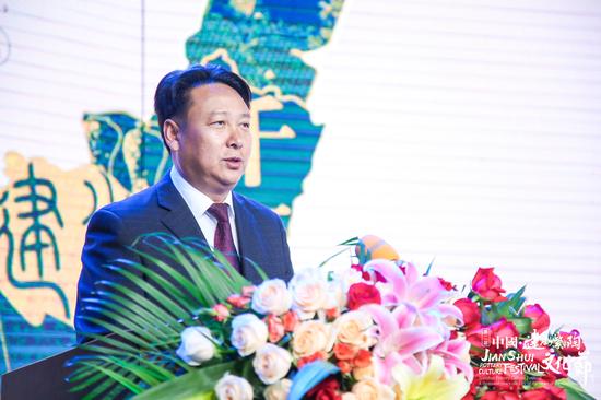 (建水县委常委、宣传部长杨为文致辞)