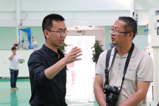 保山鑫隆电子科技有限公司副总经理段克斌接受采访