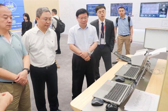 参观华为公司数字化转型展示厅