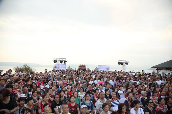 仙湖狂欢晚会现场观众