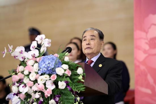 图为亚洲滑冰联盟主席张明熙致辞