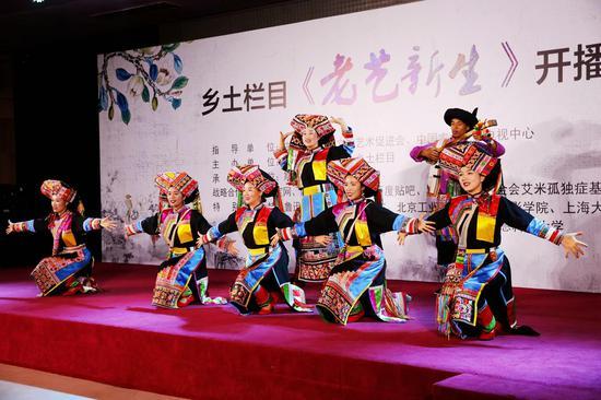 傈僳族刺绣代表团走进CCTV—7《乡土栏目》