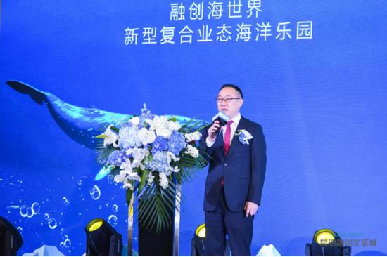 昆明融创主题娱乐管理有限公司总经理龚宏斌进行项目介绍