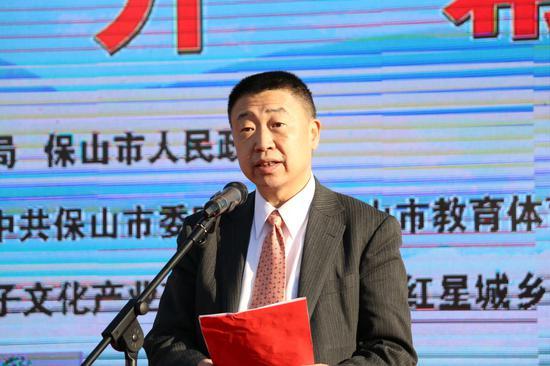 中国围棋协会副主席、秘书长王谊宣读决定(王娅男/摄)