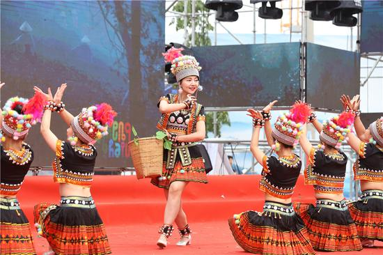 哈尼族歌舞表演