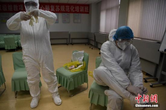 云南18名疫情转运员:与死神赛跑的人