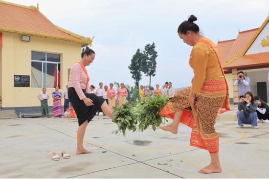 傣族传统踢毽子项目