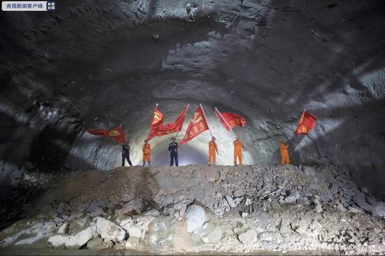 全长1600多米 云南玉楚高速宝山隧道顺利贯通