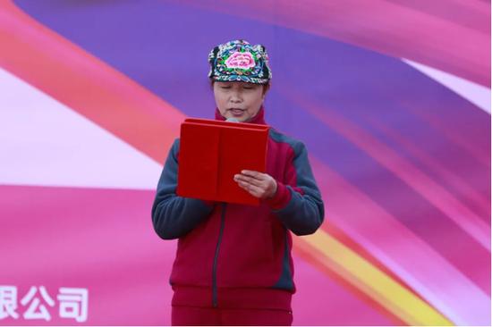 全国广场舞昆明分会会长健身操一级教练员、评判员 骆萍女士 致辞
