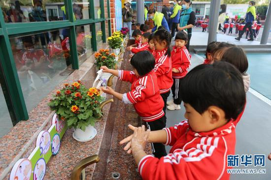 安宁市第二幼儿园洗手台(11月17日摄)。新华网 彭雪薇 摄
