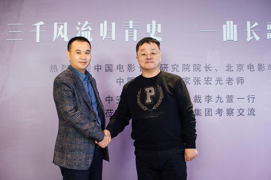 冯全平董事长与张宏光院长合影留念