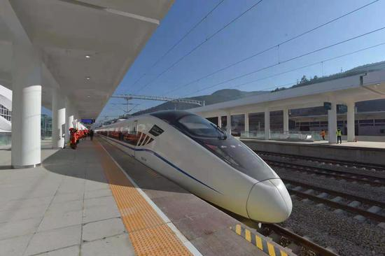中缅国际大通道大理至临沧铁路今日建成通车