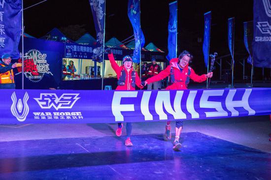 100公里組冠軍 左張潓萍 右馬林
