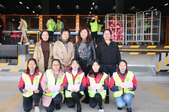 慰问云南贝泰妮生物科技集团股份有限公司一线女员工