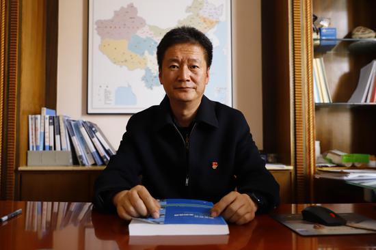 学院党委副书记、院长蔡冰