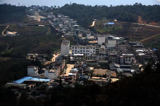 鳳慶新華西密村:牧場變街場 移民致富忙