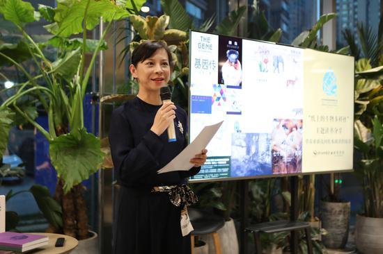 云南艺术学院(副)教授、全国青联委员、青年钢琴家王诗莹宣读倡议书