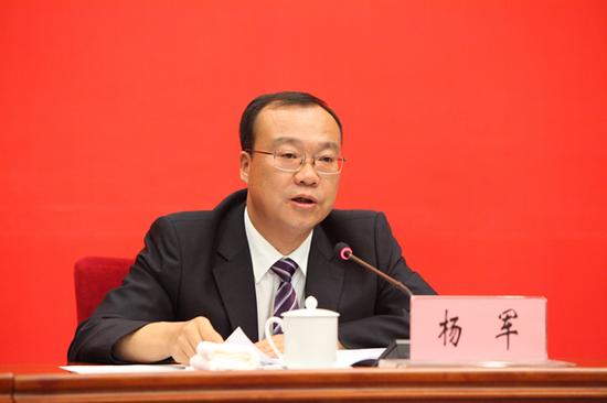 中共保山市委书记杨军发布新闻(记者 赵嘉 摄影)