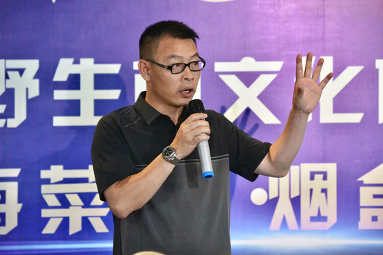 石屏县龙朋镇党委书记朱维忠在发布会上致辞