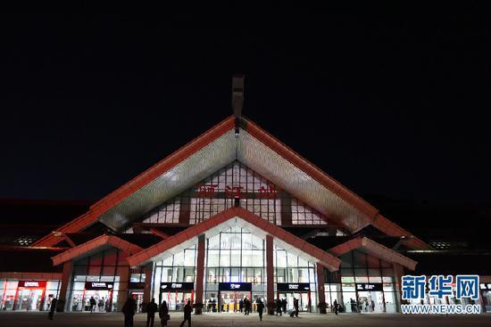 改造一新的丽江火车站