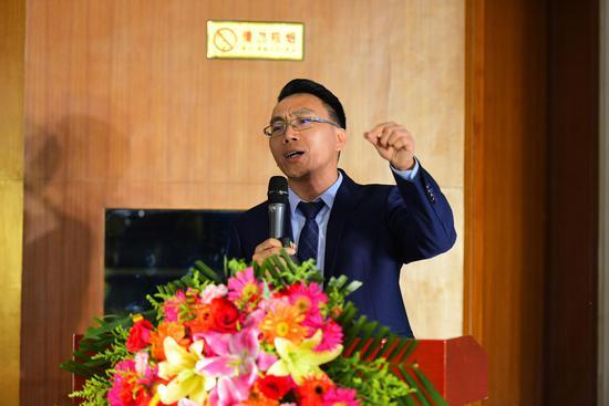 云南大座基实业有限公司执行总经理自安福介绍产品特性与营销优惠方案
