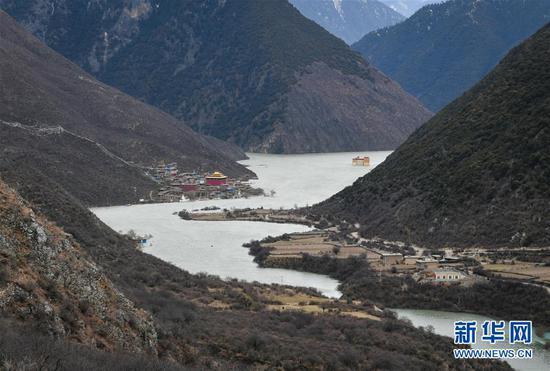 西藏江达县波罗乡被淹局部画面(新华社记者 刘东君11月11日摄)