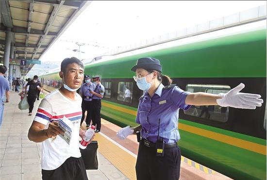 云南省铁路暑运开启 昆明南至大理增开5对动车