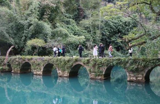 纯净山水·心上荔波 百家媒体开启全域旅游采风行