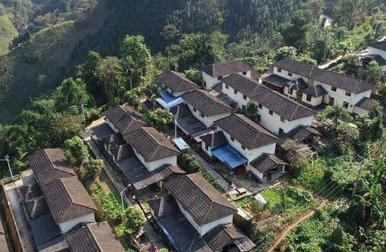 高清图丨航拍龙凤村:白墙黛瓦环境美