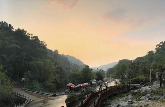 旅游丨当太阳越过老东坡 向龙陵射出第一缕晨光