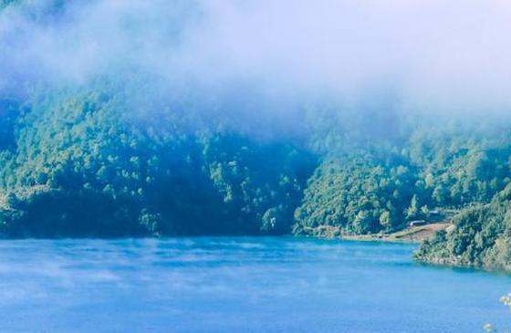 高清图丨云南泸沽湖:纯净空灵的醉人湛蓝色