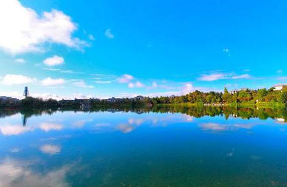 高清图丨漫步腾冲市区 静享阳光下的美好!