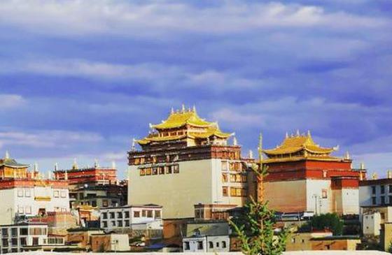 高清图丨草原上熠熠生辉的松赞林寺镀金铜瓦
