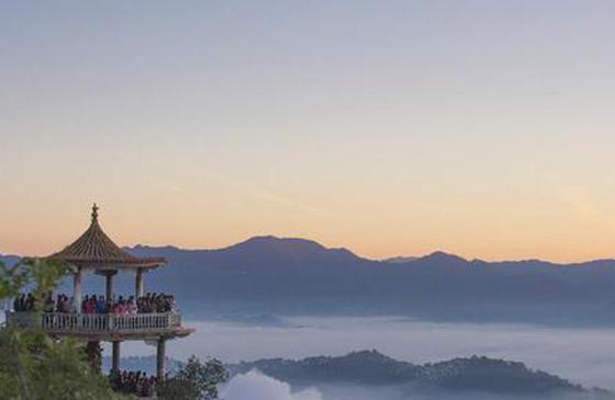 高清图丨冬临云南普洱观日出:云海壮阔 风景秀丽