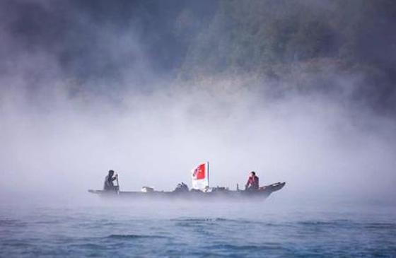 高清图丨泸沽湖的清晨:雾气弥漫 宛如人间仙境