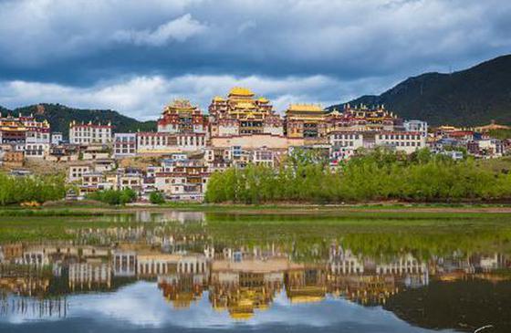 高清图丨香格里拉:东方雪山峻岭之中的宁静国度
